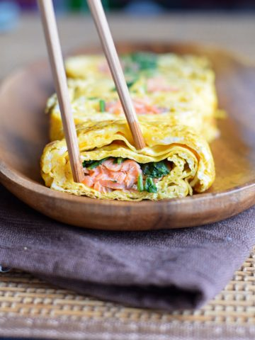 tamagoyaki filled with smoked salmon and spinach